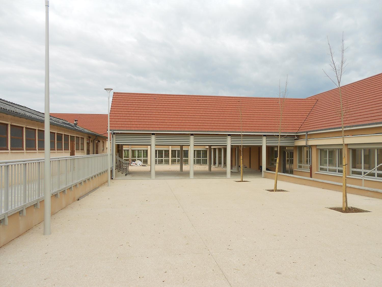 pôle-scolaire-franxault-photo-cour